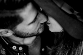 Calabria (Italy)	Engagement Session - Intimate image of a kiss under her hat