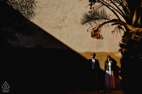 Harsh light in le Jardin Secret in Marrakech during portrait session for engagement.