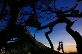 Imagem pré-casamento de Redwood City, Califórnia - vestido vermelho curto e crepúsculo