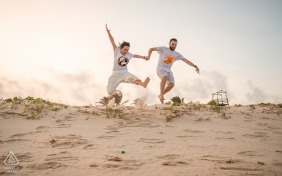 Engaged Couples Photography | Francês Beach, Alagoas happy and loving jumps