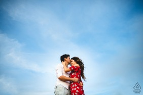 Couple Engagement Photos | A Tuscany Kiss in the sky