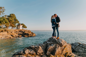Verlobungsfotografie-Sitzung bei Beg Meil, Frankreich
