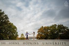 Retrato de compromiso de la Universidad Johns Hopkins: se conocieron en JHU