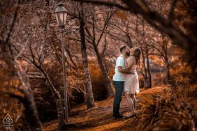 Retrato de noivado em Pedra Azul, Espírito Santo, Brasil Sessão nas árvores coloridas do outono