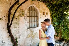 Zante, Grecia fotografia pre-matrimonio | Abbracci per una giovane coppia innamorata