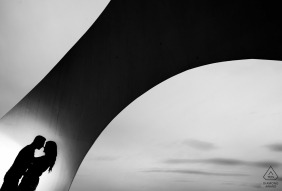 A Murcia engagement portrait of a couple silhouetted near arching architecture