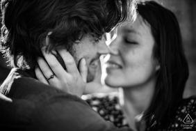 Auvergne-Rhône-Alpes Lyon engagement portrait in black and white before the kiss