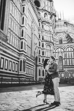 Engagement photo shoot with a couple in Florence at the Duomo