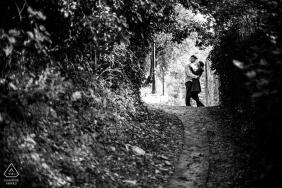 Mirmande photo noir et blanc d'un couple en silhouette