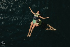 Cancún México couple portraits while out floating in the waters