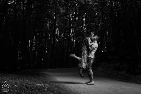 Dargocice夫婦在波蘭訂婚拍照期間在路上跳舞
