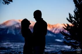 Portraits d'engagement des amateurs de CO à Sapphire Point, Frisco, Colorado au lever du soleil