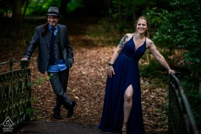 Flanders engagement photoshoot in the trees of Beveren with a retro couple