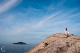 BR engagement photoshoot & pre-wedding session at Niteroi - RJ - Just enjoy this amazing sky with your love, you deserve this