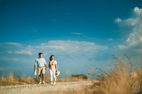 IT pre wedding portrait session with engaged lovers take a walk in Crete Senesi, Tuscany