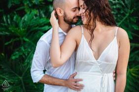 BR pre-wedding photo session with an engaged couple in a hot and sweet moment finishing the session in Niterol, Brazil