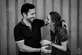 Photographie de mariage et de fiançailles en Australie de Perth d'un couple s'amusant ensemble