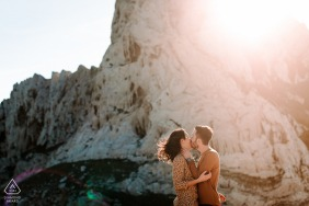 FR pre wedding and engagement photography at sunset below the cliffs of Marseille France