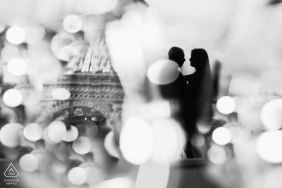 B&W Paris lovers during an artistic engagement photo session