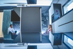 Pachino pequena sessão fotográfica interna com o casal antes do dia do casamento em sua nova casa