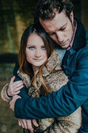 Cirencester Park mini embracing couple photo session with a warm hug