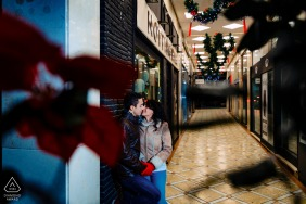 Jaén small indoor photo session with the couple before the wedding day from a shopping mall type setting