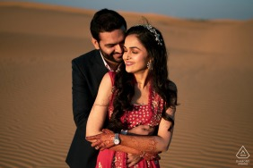 Jaisalmer engaged couple picture session in India in the warm desert sand dunes