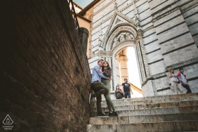 Duomo di Siena, Tuscany on-location portrait e-shoot on a couple on stairs