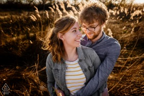 Camargue portrait e-session of couple embracing with nice light