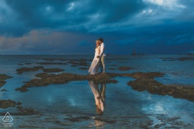 Maceió, Brazil portrait e-session with the Couple at the sunrise, but in a cloud day