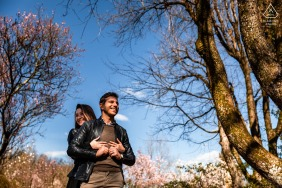True Love pre wedding Photoshoot at Giardino Viatori in Gorizia with young lovers under the big trees in their shadows