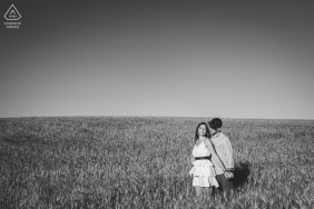 Siena, Tuscany couple e-shoot during BW session in the fields of Crete Senesi