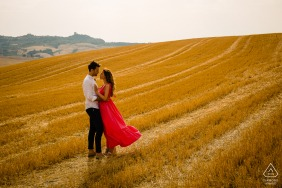 Val d'orcia bride and groom to be, posing for a Italian countryside pre-wedding engagement photo shoot in the middle of the wheat field