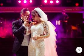 La sposa e lo sposo durante il loro primo ballo al castello di Bucarest