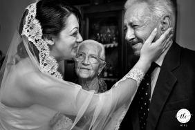 """Ardore Marina, fotógrafo de bodas de Reggio Calabria: """"Una foto que llevo en el corazón. El abuelo de la novia está ciego. Mucha emoción en ese momento""""."""