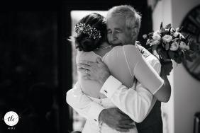 Imagen del momento de la boda de Hamble que muestra la reacción del padre en BW