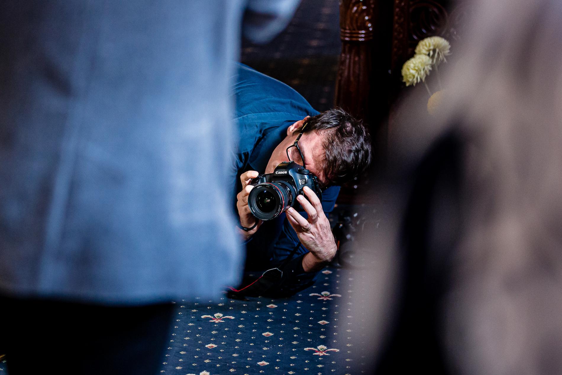 Imágenes de Mihai Zaharia tomando fotografías en una boda en Rumania Bucarest