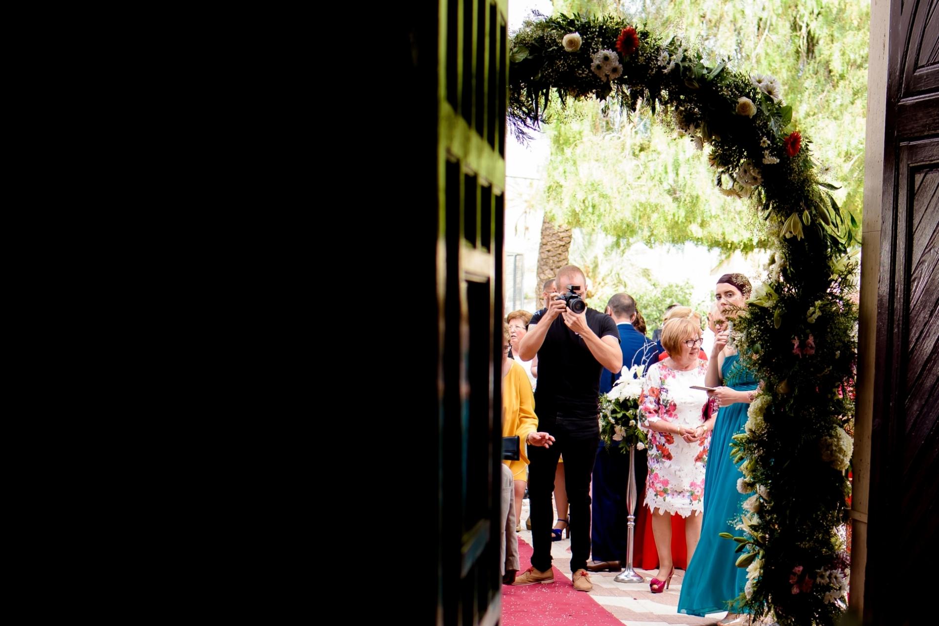 Spain and Murcia wedding photographer Eduardo Blanco working with camera