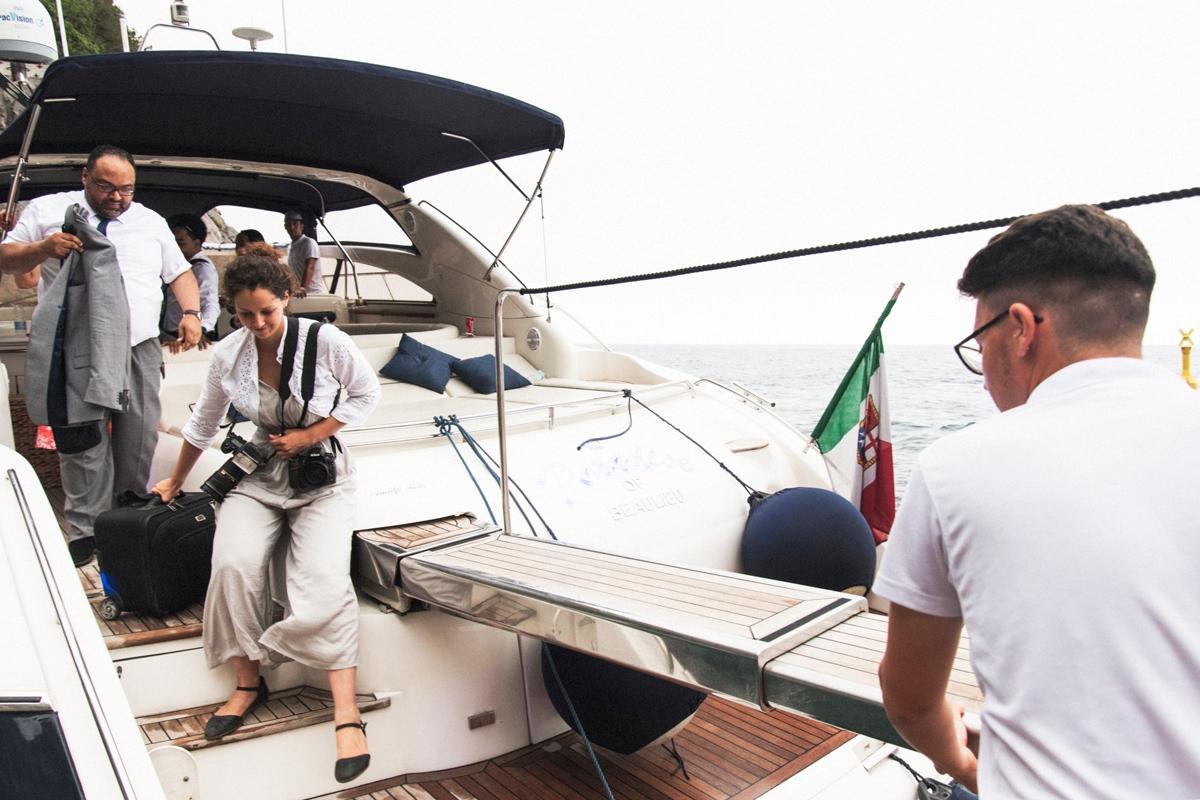 Sorrento Huwelijksfotograaf op een boot.