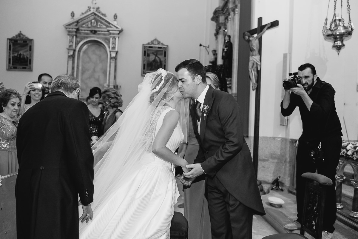 Photograph of wedding photographer, Sergio Cueto working inside the church