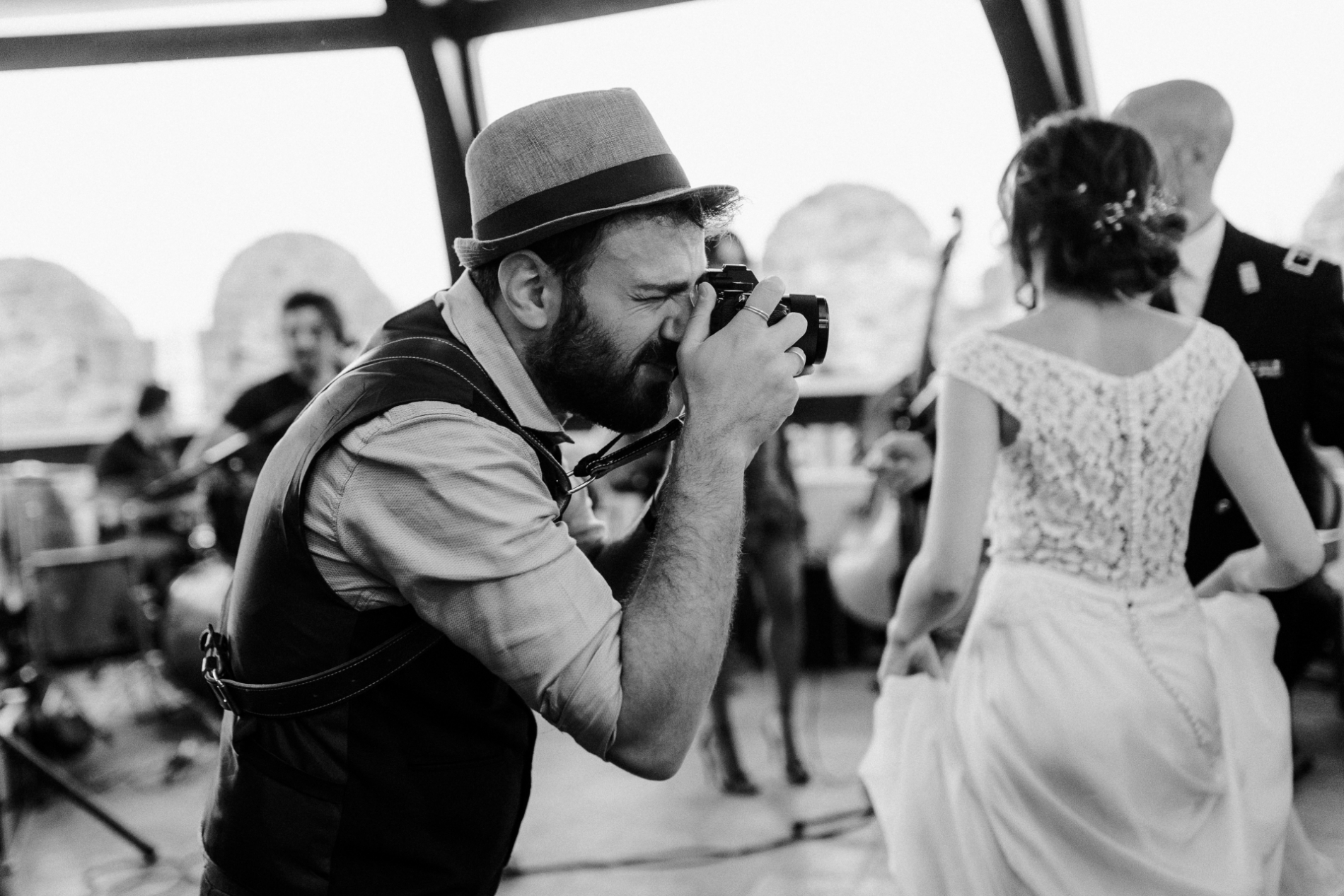 Image of a working Napoli documentary wedding photographer.