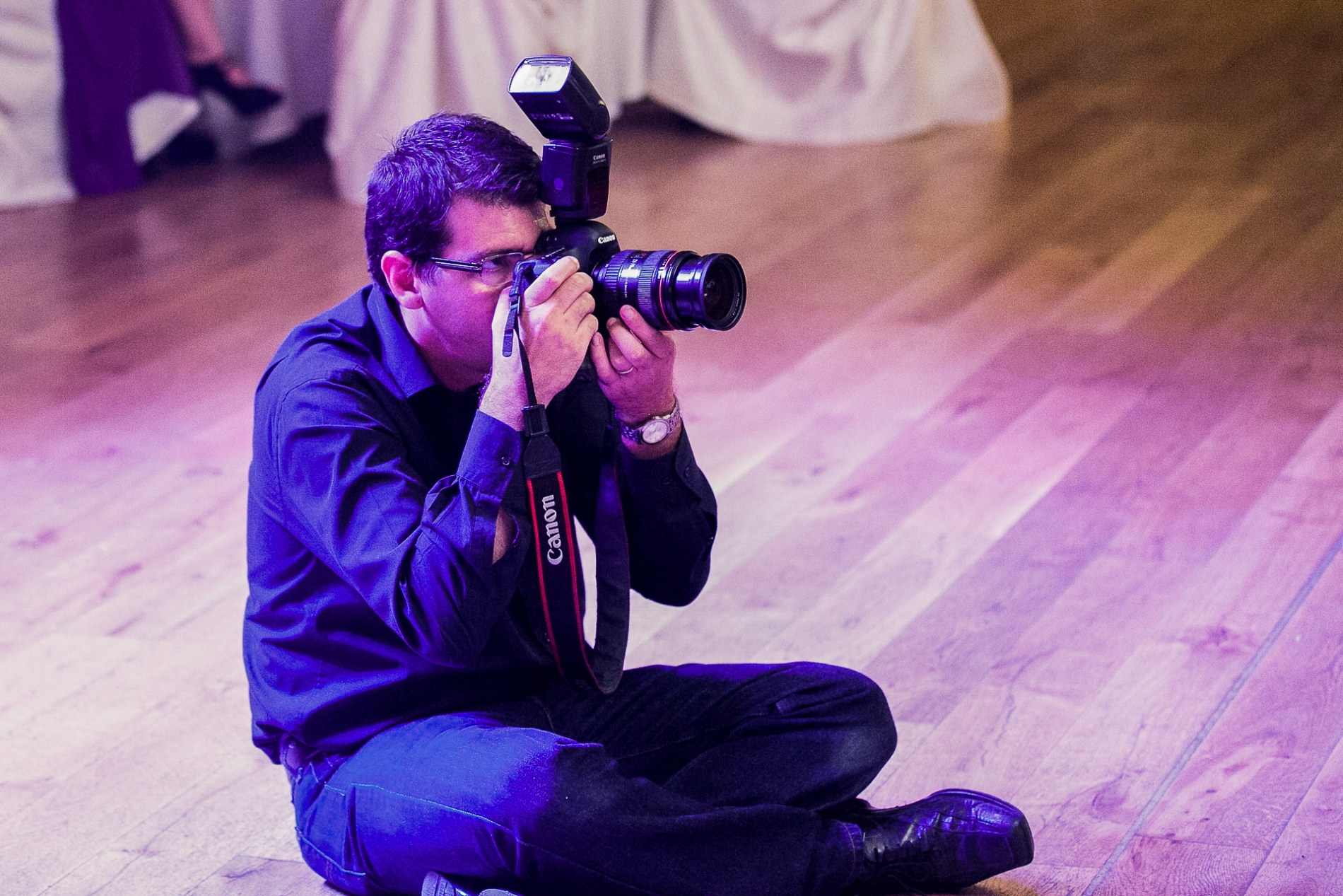 El fotógrafo de bodas de Bucarest, Mihai Zaharia, de Rumania.
