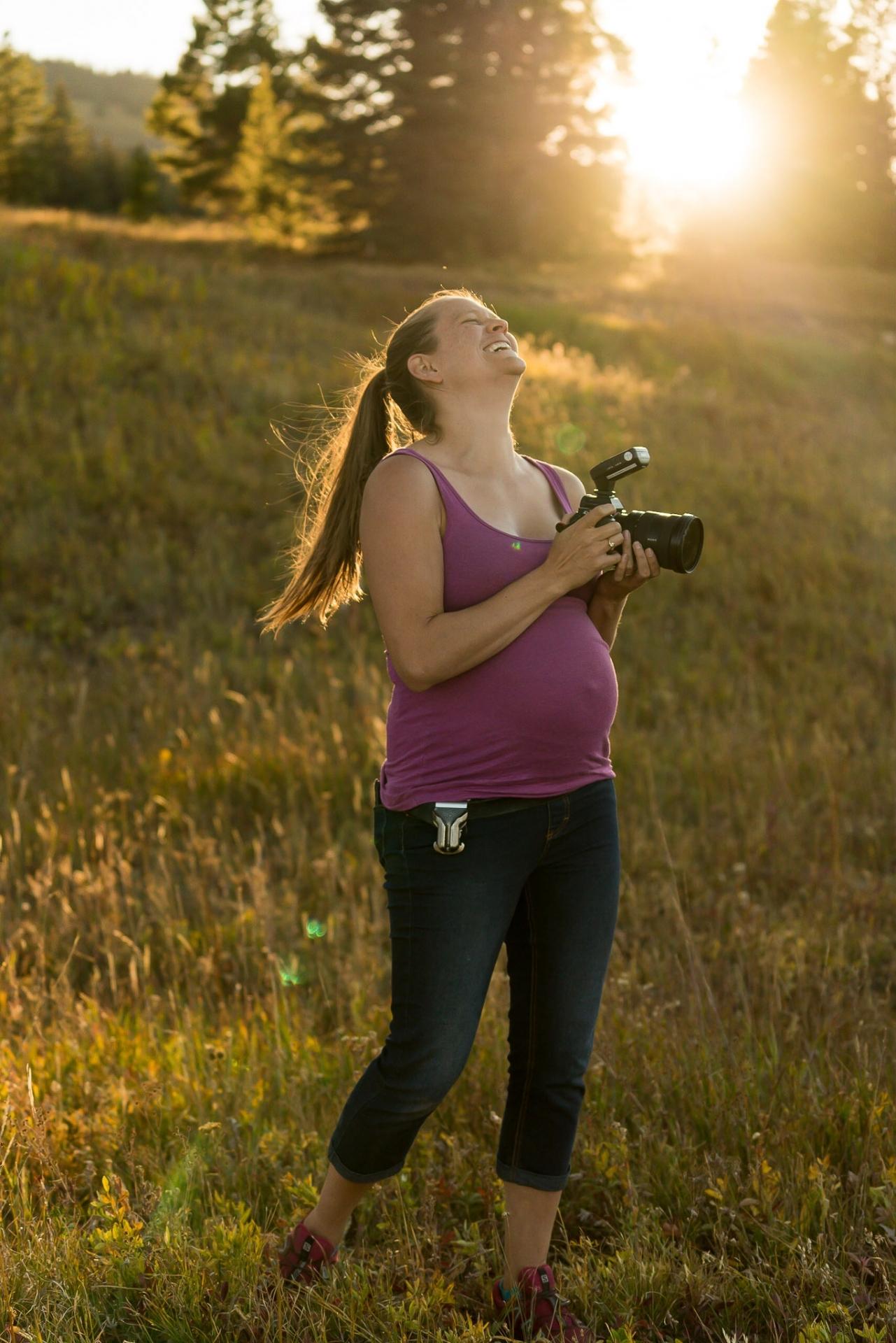 De altijdgroene fotograaf die van Colorado bij een huwelijk werken.