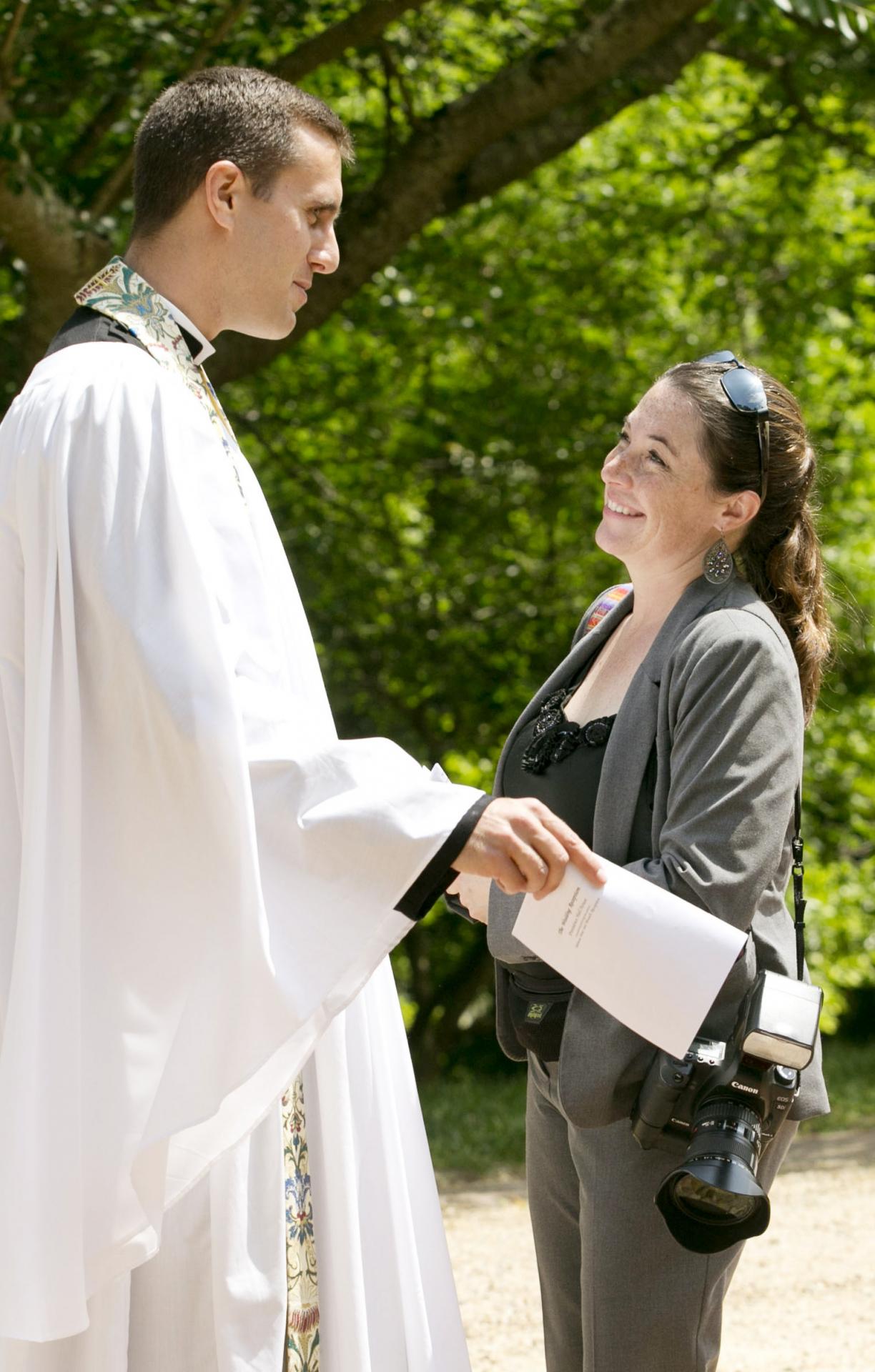 Fotógrafo de Virginia trabajando en un evento de boda en Newport News