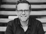 Philip Thomas is een Britse trouw- en schaakfotograaf uit San Antonio, Texas