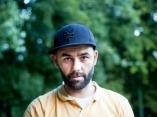 Łukasz Popielarczyk z Polski jest zakochanym w fotografii ślubnej ekspertem weselnym
