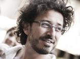 Michele Monasta mieszka we Florencji we Włoszech i jest fotografem reportażu ślubnego.