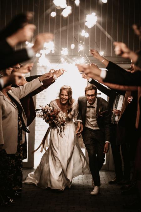 Leuven, Belgien Hochzeitsempfangsortbild der Wunderkerzenabfahrt