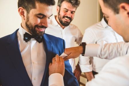 Plaka, fotografia przygotowująca pana młodego do Aten przed ceremonią ślubną