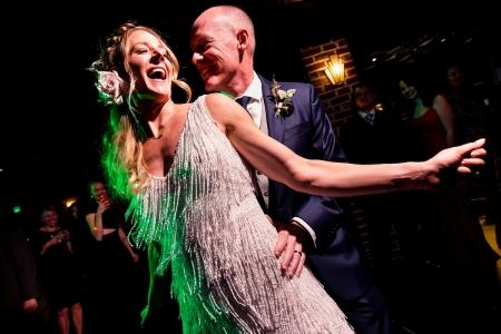 Bruid en bruidegom dansen | Ironworks Denver Wedding | Denver Trouwfotografen | J. La Plante Photo